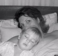 Как мало для счастья надо.....маме.. Мамочка, я сплю...