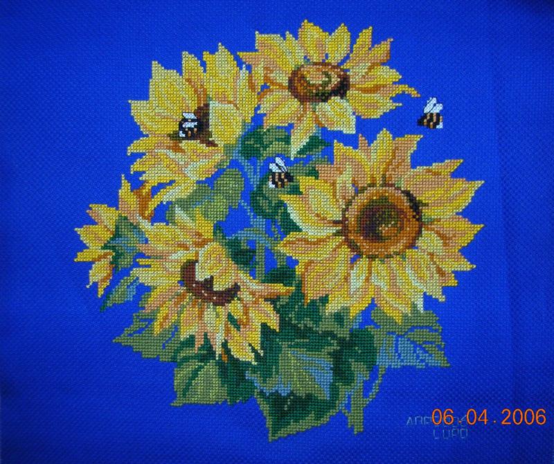 'Подсолнухи и пчелы'. Вышивальный конкурс 'Я цветочки вышивала...'