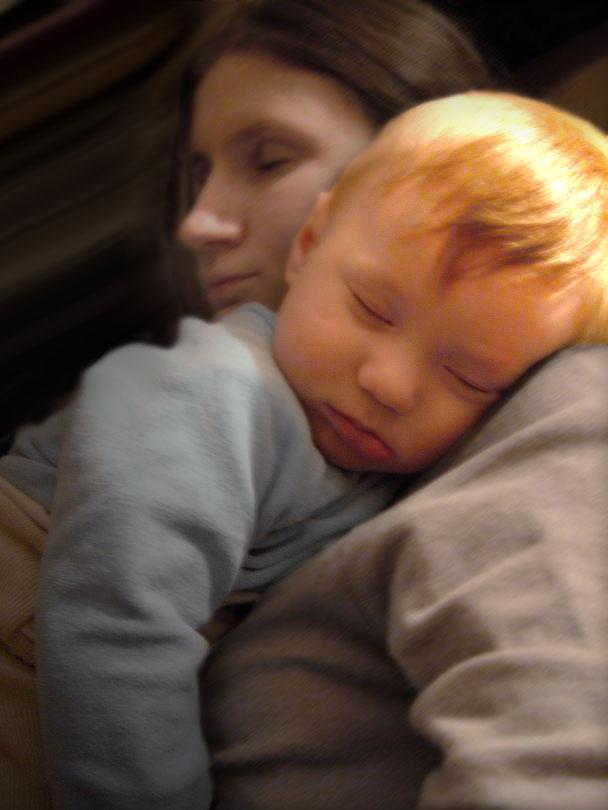 'Укачали друг друга...'. Мамочка, я сплю...