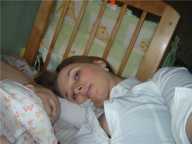 Ах, как сладко спать вместе с мамочкой!. Мамочка, я сплю...
