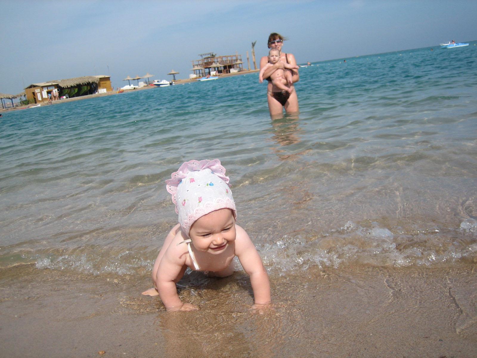 Красное море совсем не красное.. Мы купались, мы смеялись...