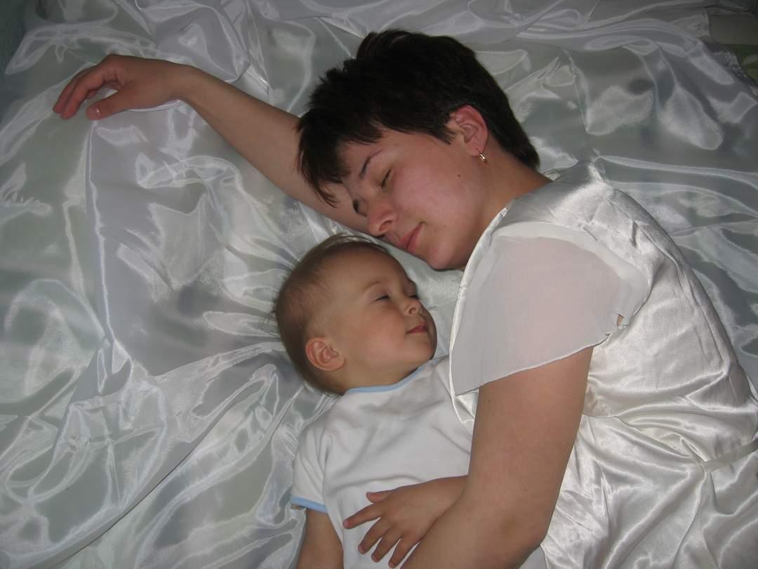 Мама и дочка:)). Мамочка, я сплю...