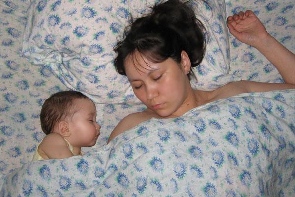 В ночой тиши.. Мамочка, я сплю...