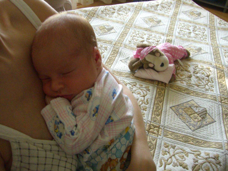 Уснул возле 'кухни' . Мамочка, я сплю...