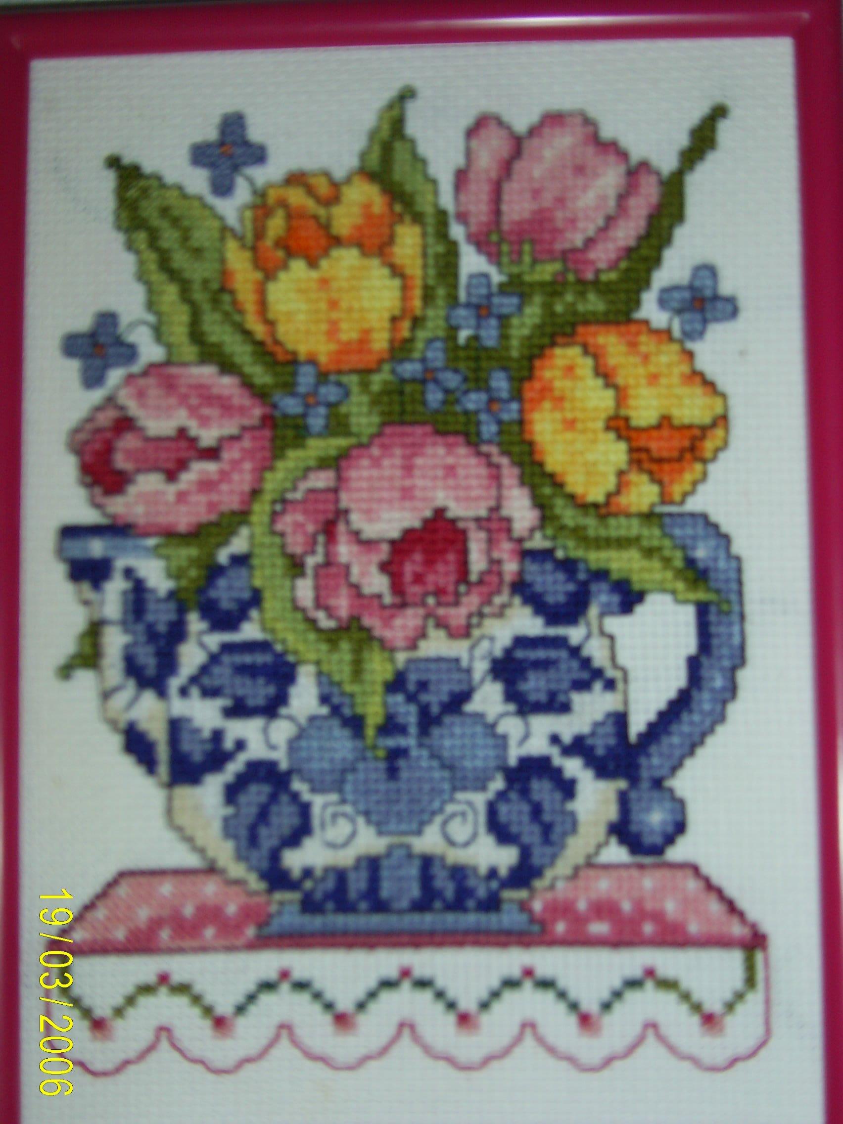ваза с цветами. Вышивальный конкурс 'Я цветочки вышивала...'