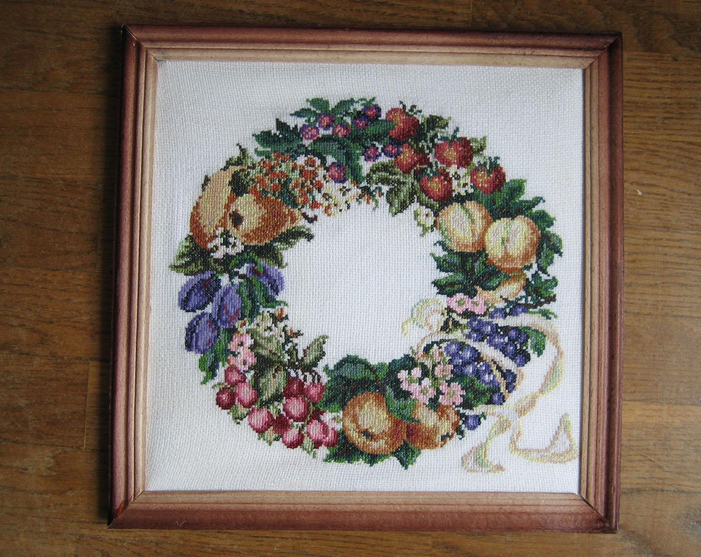 Фруктово-цветочная композиция. Вышивальный конкурс 'Я цветочки вышивала...'