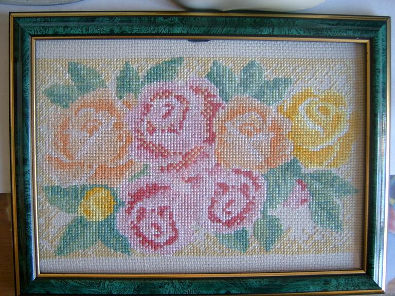 Розы в подарок маме. Вышивальный конкурс 'Я цветочки вышивала...'