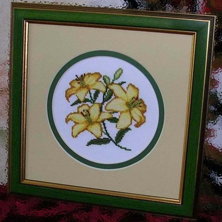 Золотые лилии. Вышивальный конкурс 'Я цветочки вышивала...'