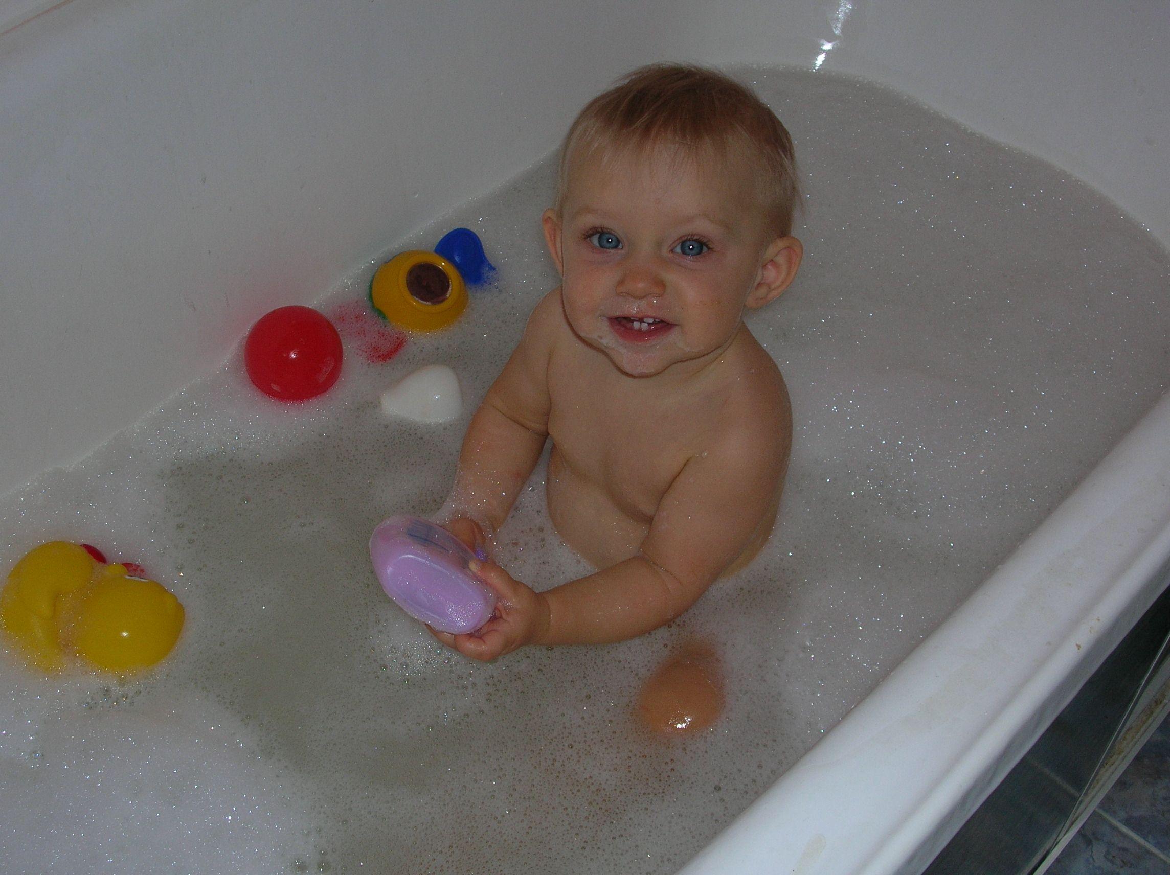 веселое купание в нежной пенке :))). Веселое купание в нежной пенке