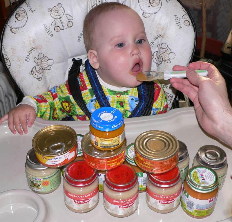 Очень кушать я люблю и капустку и свеклу!!!. Крошка с ложкой
