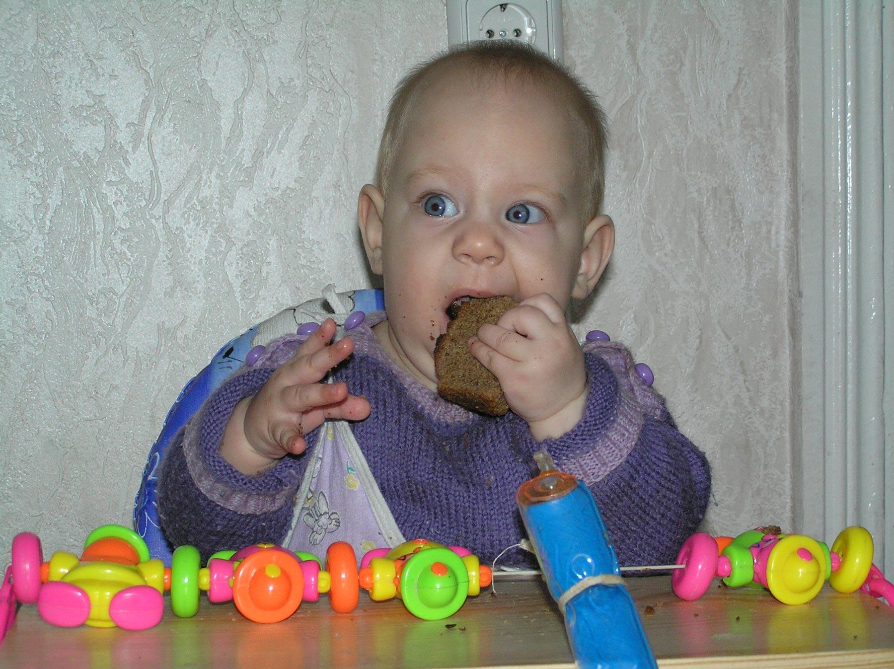 Фотоконкурс 'Крошка с ложкой' 'Ну когда ж у меня наконец-то зубы появятся?!!'. Крошка с ложкой