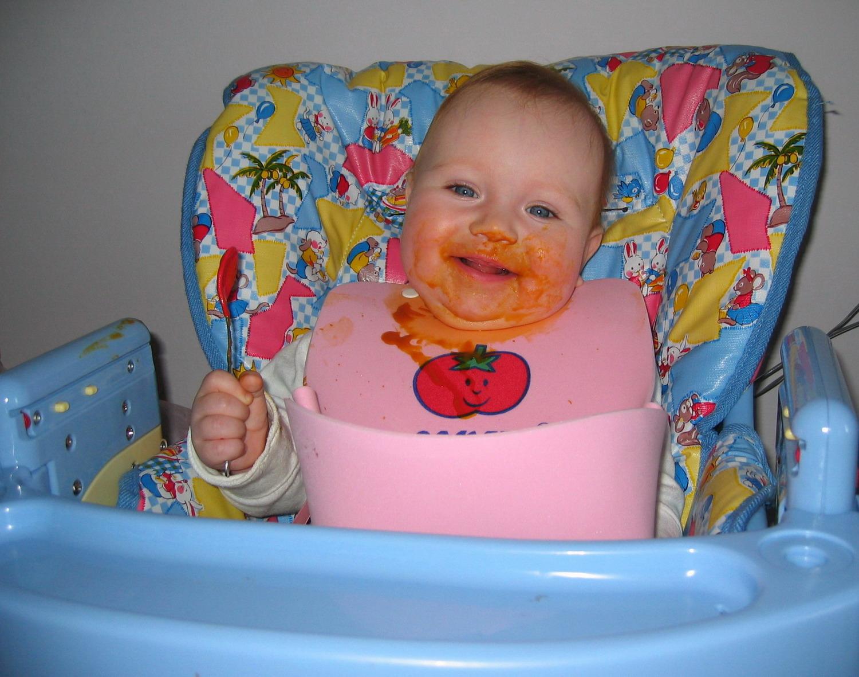 Хорошо поесть, хорошо попить, а теперь пора, мама, баньку истопить...!. Крошка с ложкой
