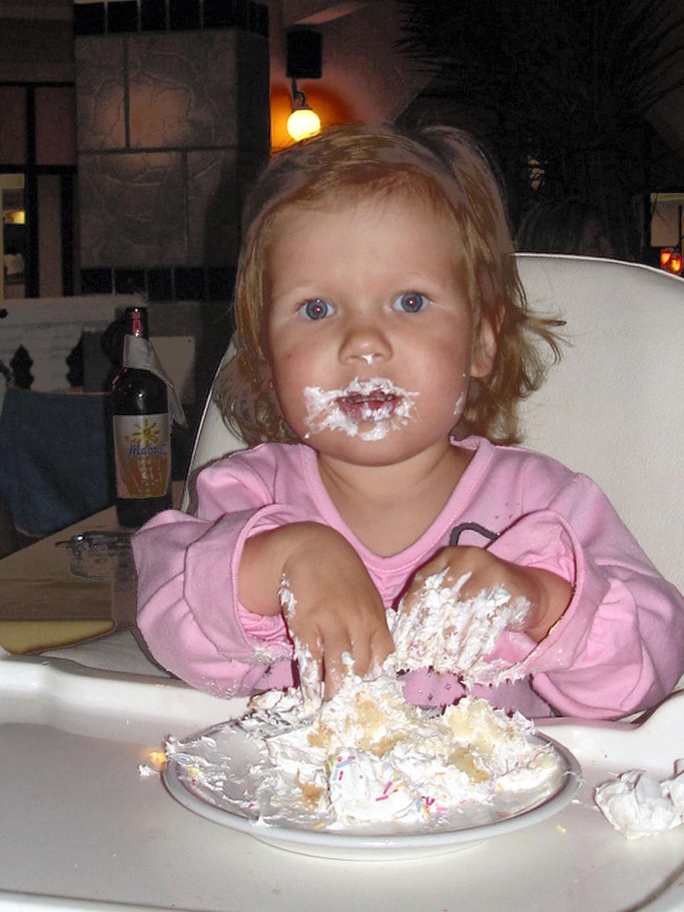 И это был мой именинный торт?. Крошка с ложкой
