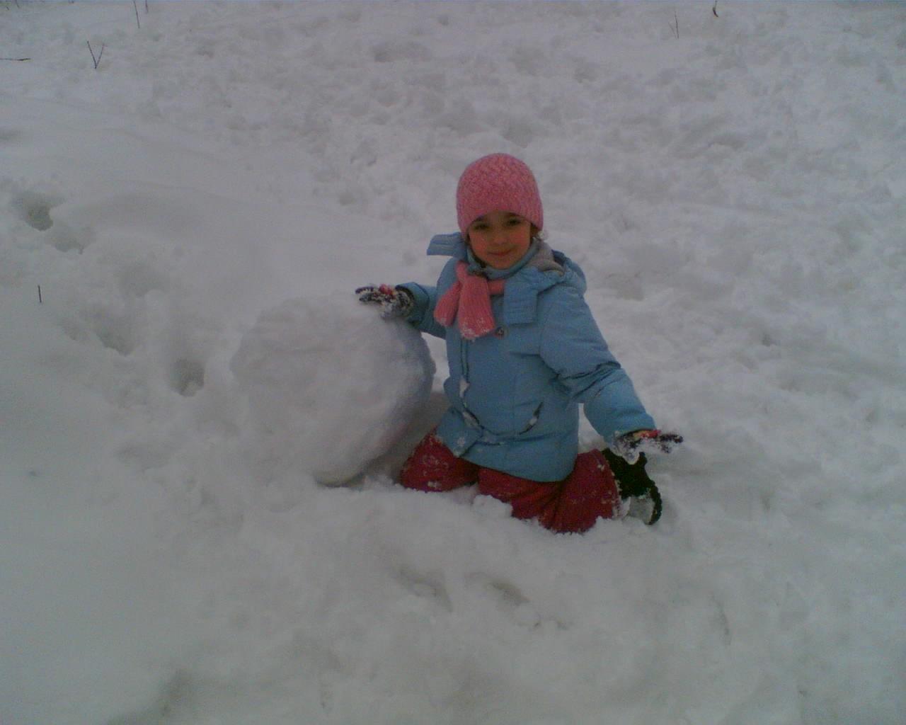 Я лепила снежный ком,глазки сделала потом. Это сладкое слово - прогулка!..