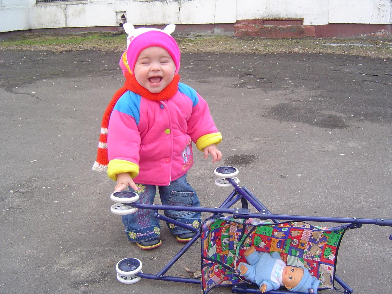 Мамочка лучше отойди, я сейчас как лопну от смехе. Это сладкое слово - прогулка!..
