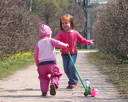 Мы с сестренкою вдвоем очень весело живем!. Это сладкое слово - прогулка!..
