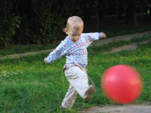 Я великий футболист - хотя папа говорит, что хоккеист!. Это сладкое слово - прогулка!..