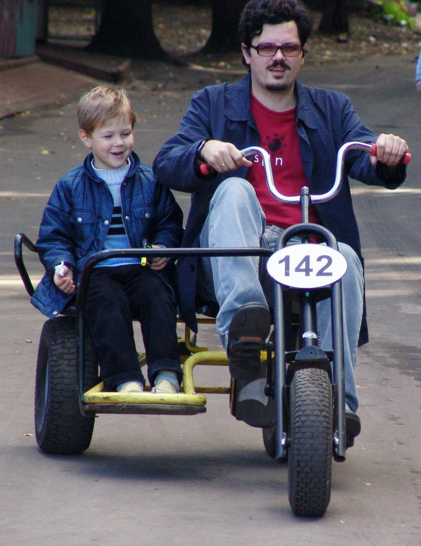 ух ты!!!!! какой у папы велосипед!. Это сладкое слово - прогулка!..