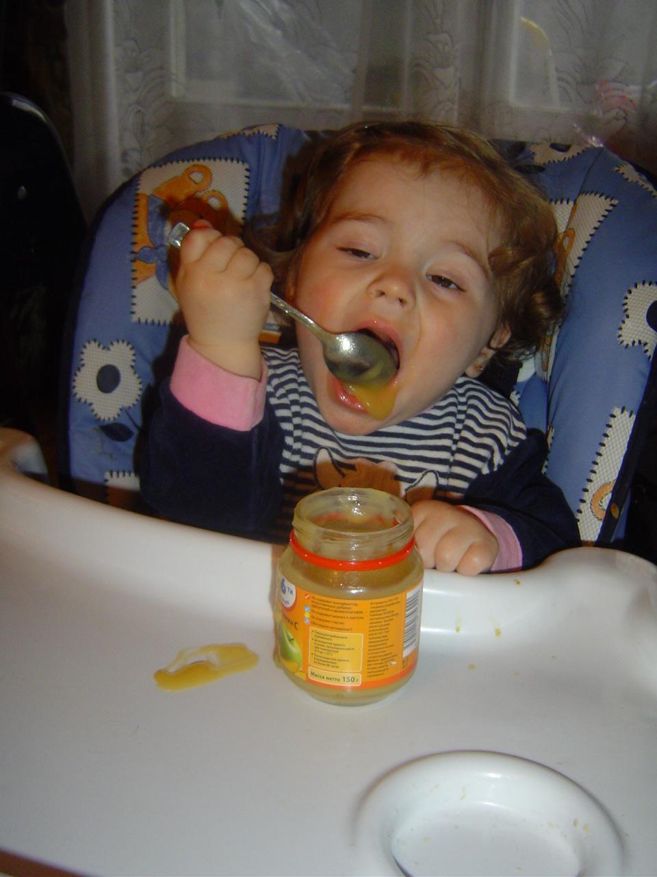Опять все мимо,а так кушать хотца. Крошка с ложкой