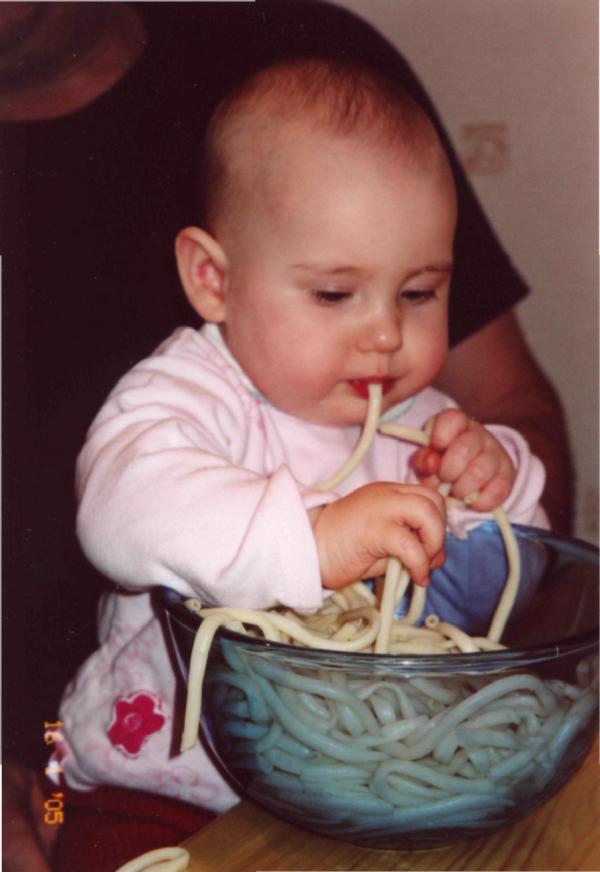 Люблю я макароны...... Крошка с ложкой