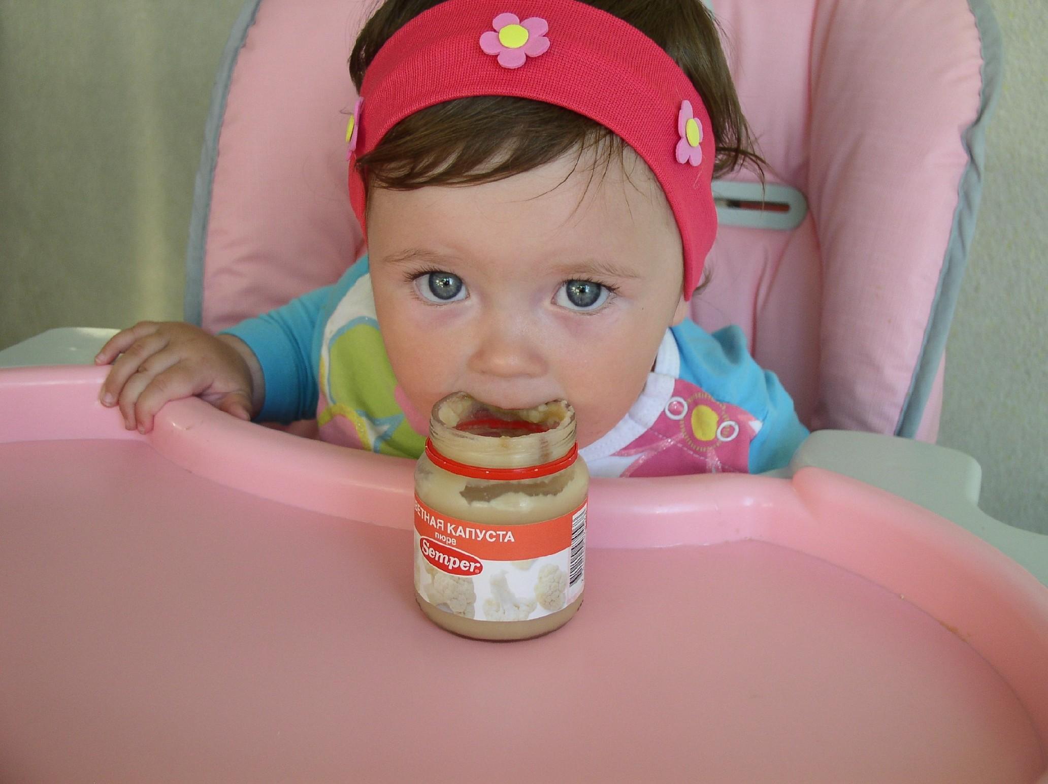 Знают все взрослые в мире и дети, капустка от 'Semper' - вкусней нет на  свете!!!. Крошка с ложкой