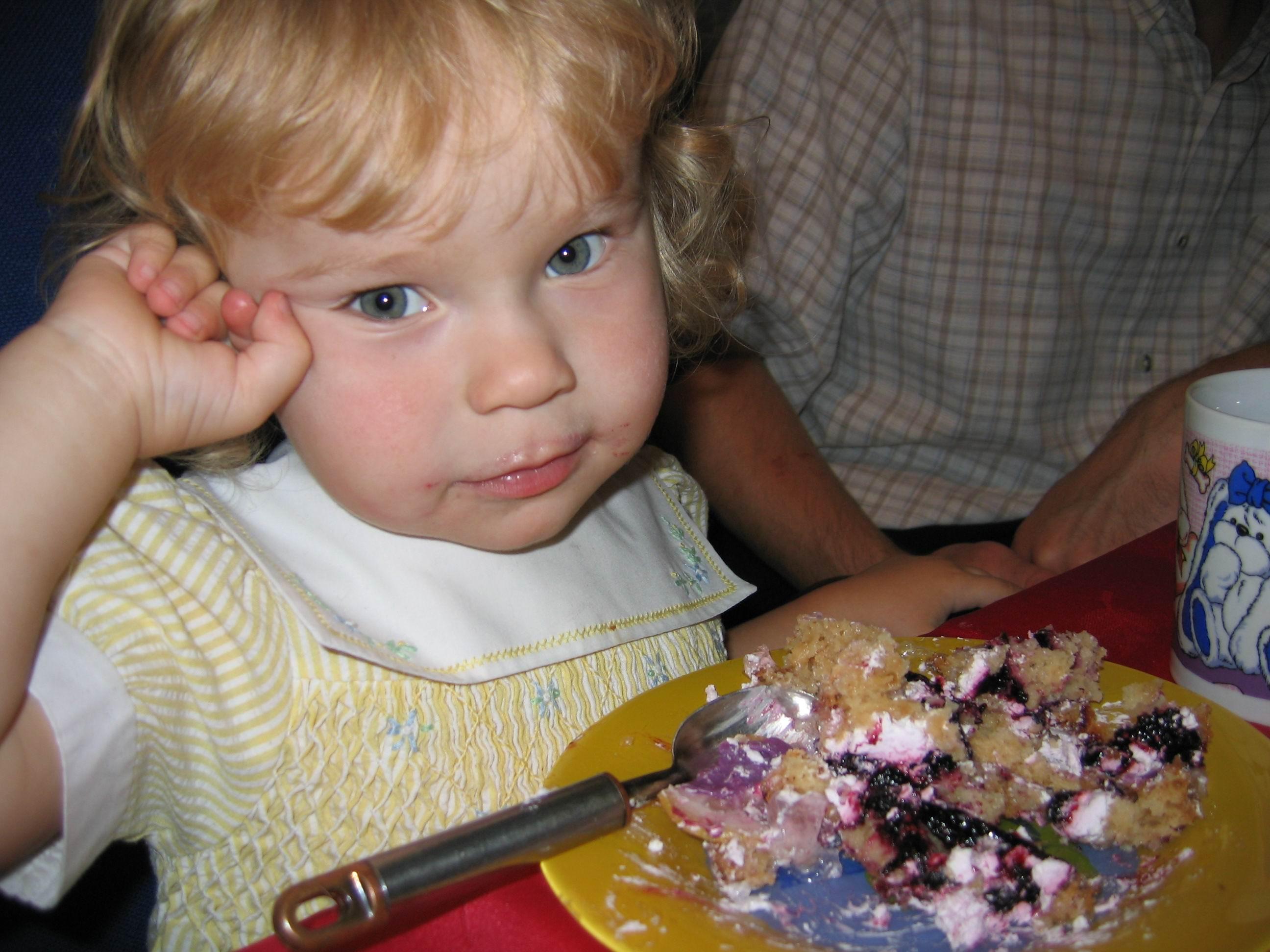 Люблю я тортик кушать!:). Крошка с ложкой