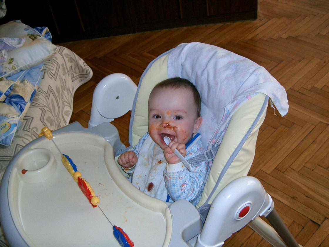 После вкусного обеда :). Крошка с ложкой