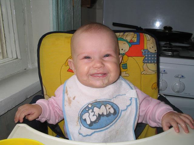 А вот так мы кушали кашу)))). За маму, за папу...
