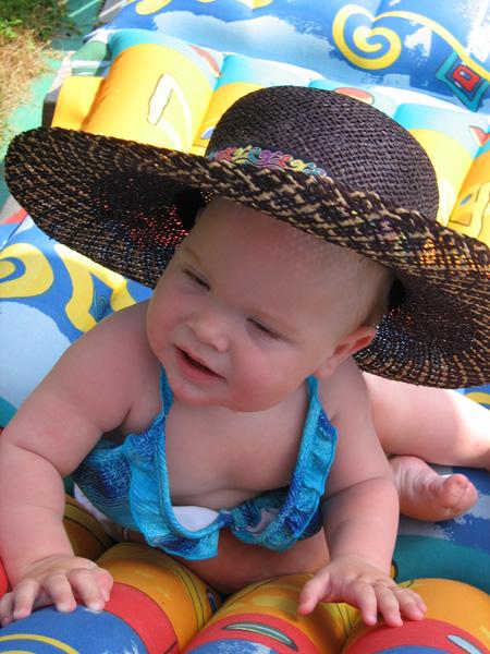 Ну и зачем мне одели купальник, я ведь мальчик!. Лето, ах лето!..