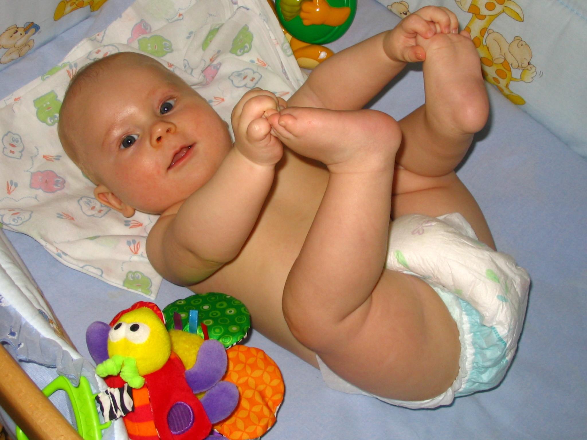 Мои ножки - лучшая игрушка!. Сухие попки