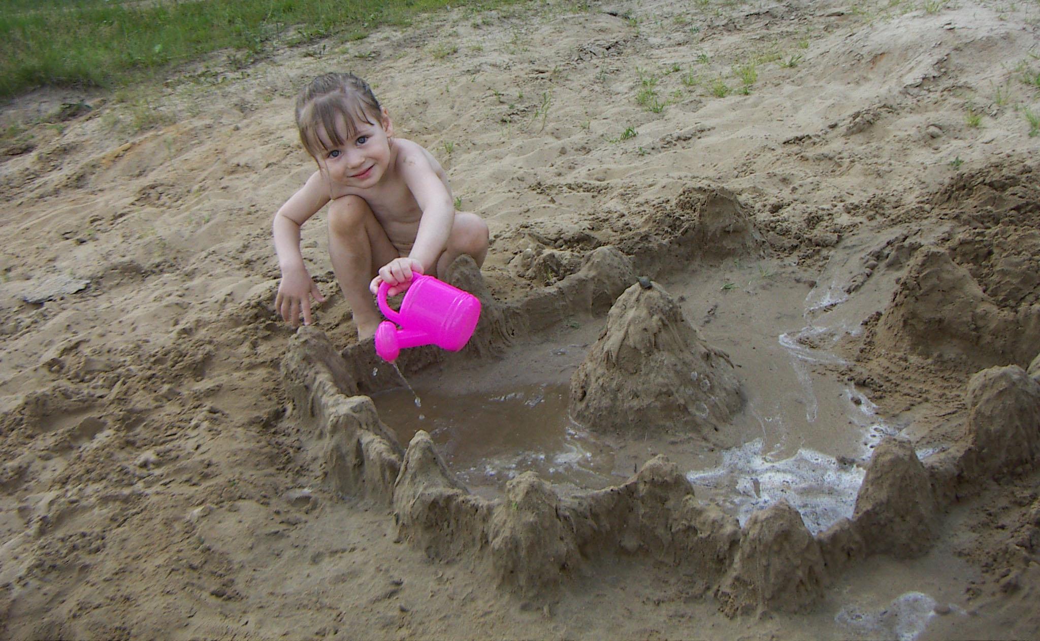 А я построю на песке огромный - дивный, чудный город.... Малыши-карандаши