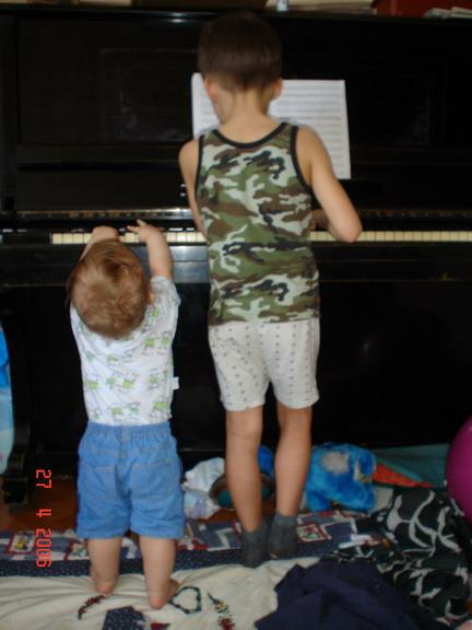 Подрастающие поколения музыкантов (7 лет, 11 мес.). Мы - веселые друзья