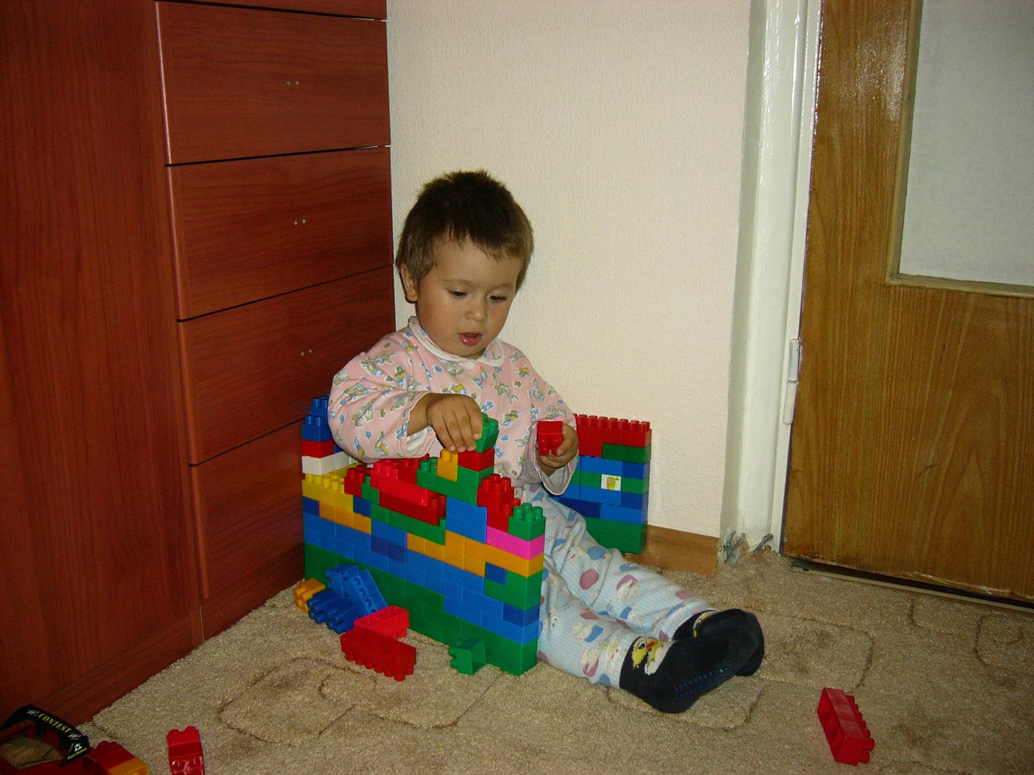 Вот построю новый дом, там все вместе заживем.... Малыши-карандаши