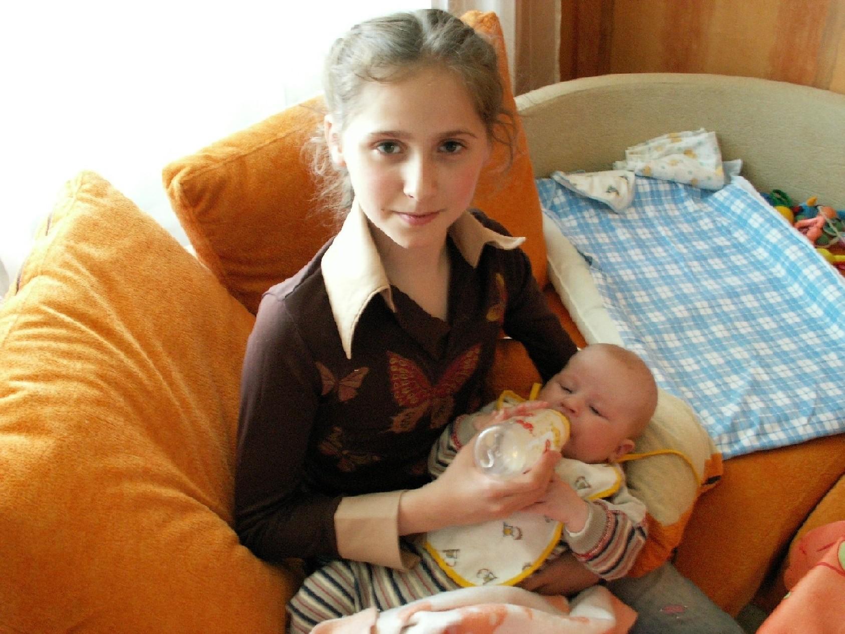 И друг, и маленькая мама. Мы - веселые друзья