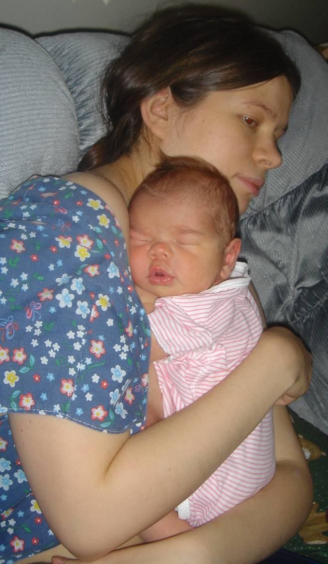 Очень сладко спится на груди у мамы. Я и моя малышка