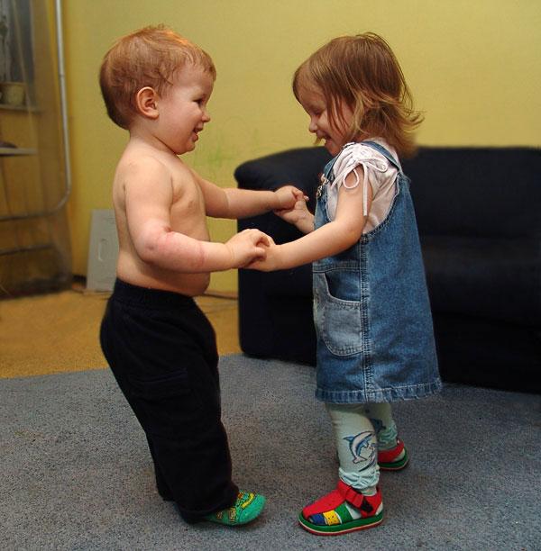 Первый танец.. Мы - веселые друзья