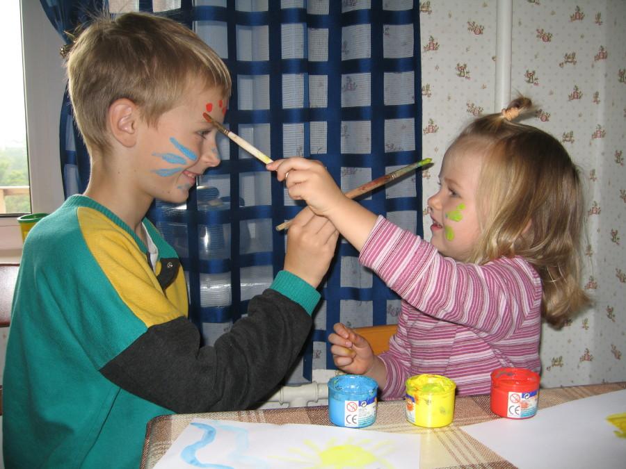 Боди-арт в действии. Малыши-карандаши