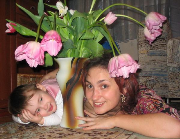 Две девицы под цветком :). Я и моя малышка