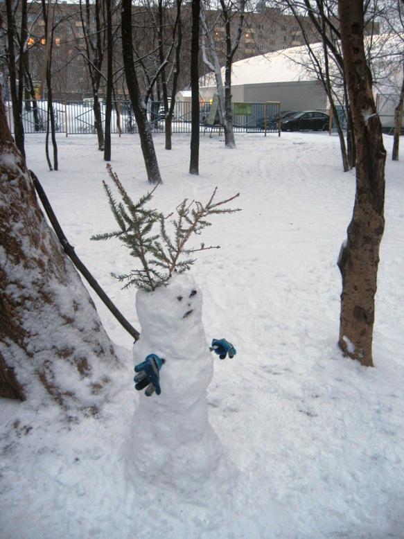 наш снеговик. первый снег