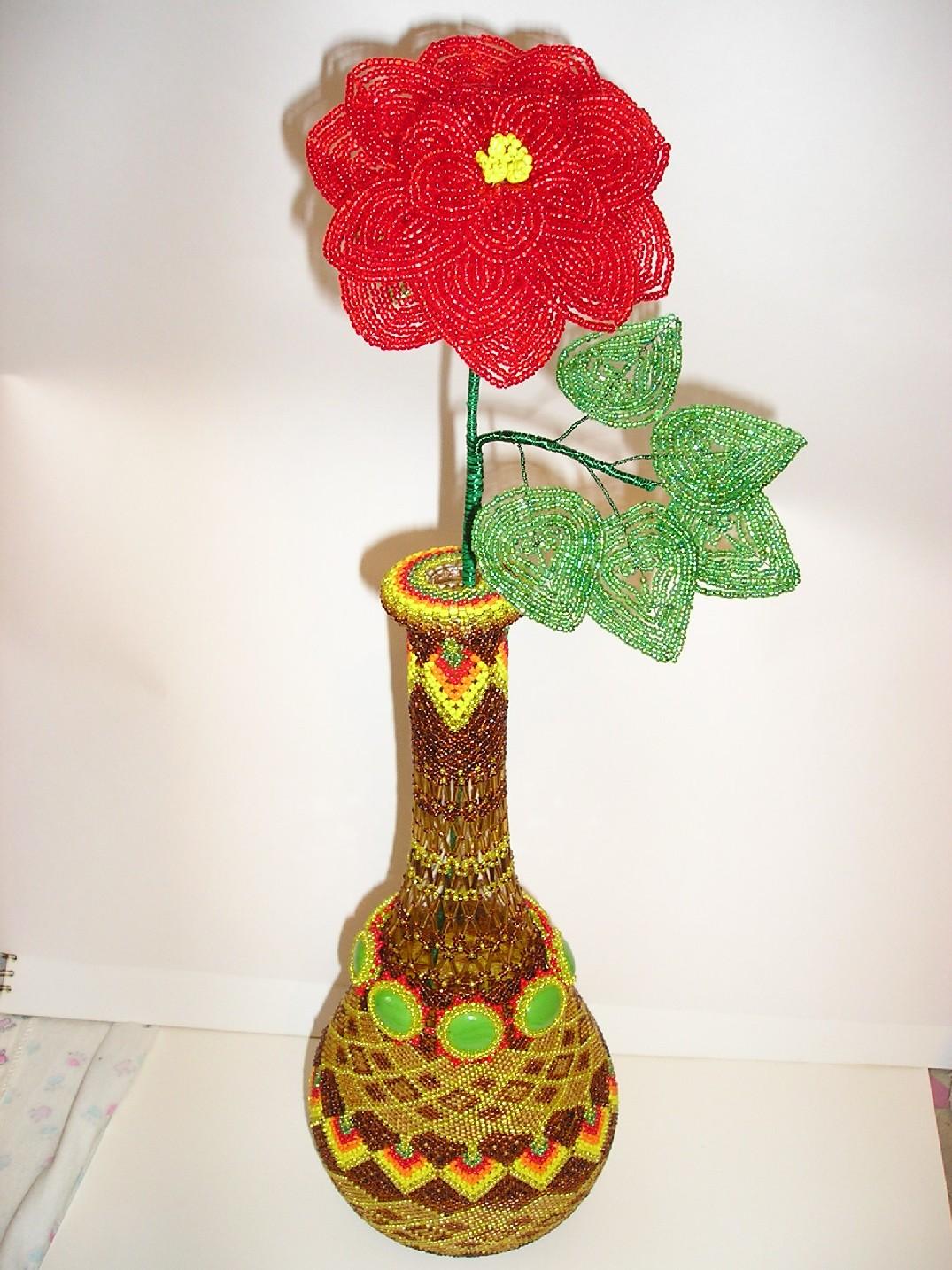 Ваза с цветком. Украшения из бисера