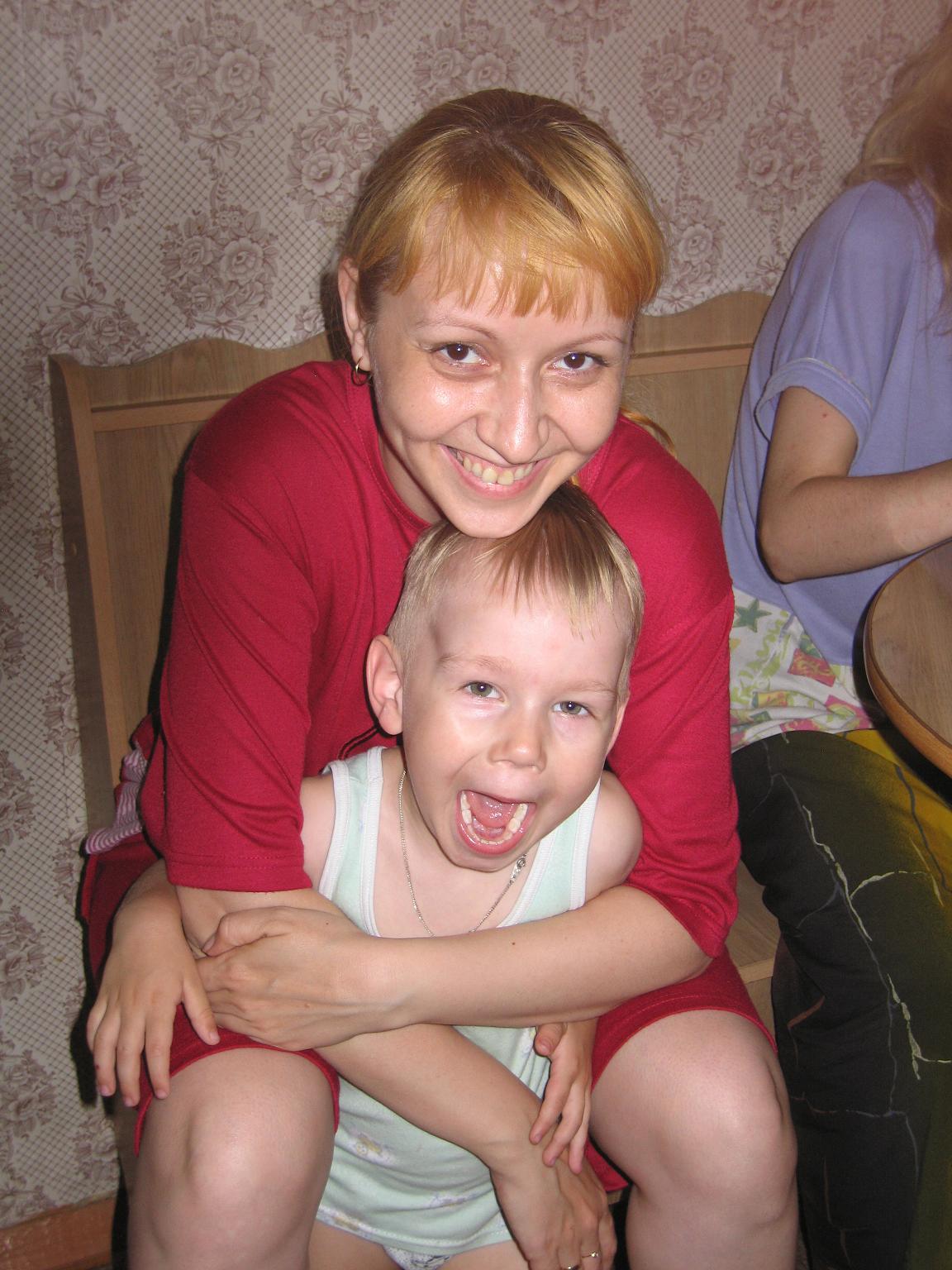 Рома с мамой. Вместе с мамой