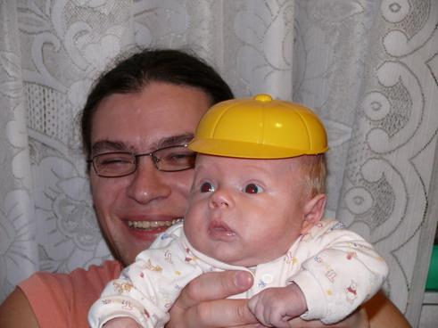 Смотрите какая у меня кепочка:)). Вместе с папой