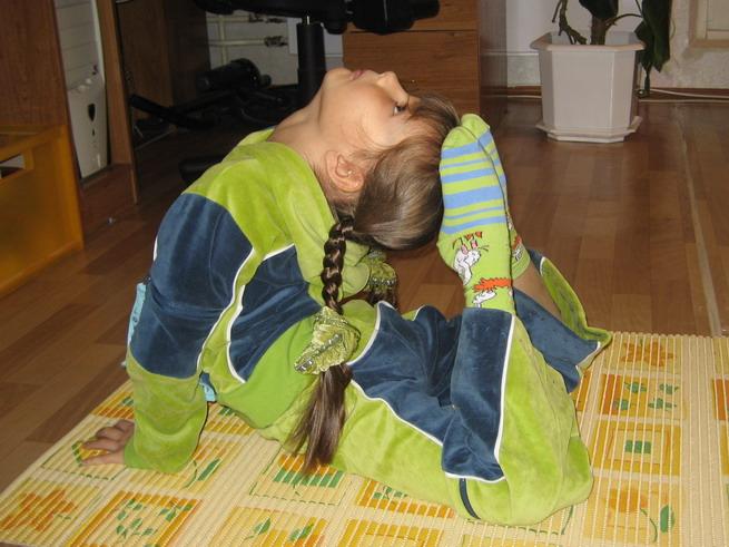 ФК  - колечко - чуть позже научилась до глаз доставать. Юные спортсмены