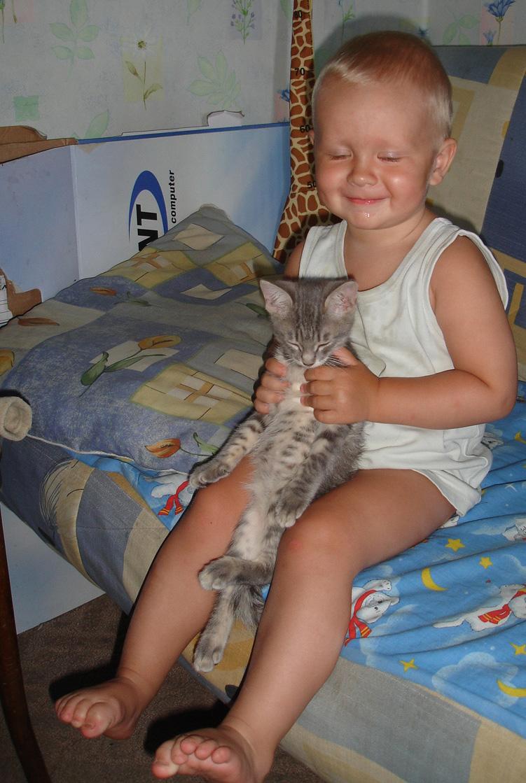 Нам так хорошо вдвоём !!!. Ребята и котята