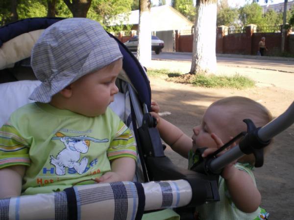 Первое ухаживание. Дети на прогулке