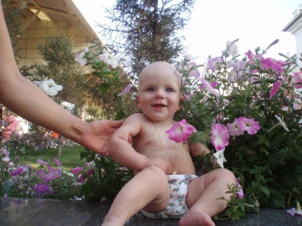 Лютики цветочки у меня в садочке.... Дети улыбаются