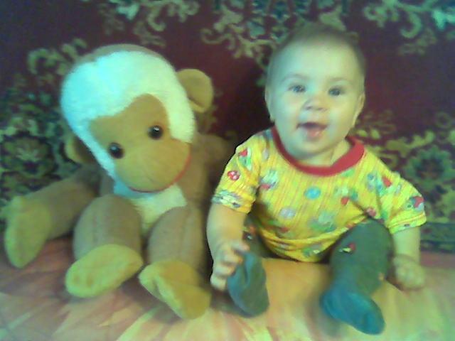 Мы-обезьянки. Дети с игрушками