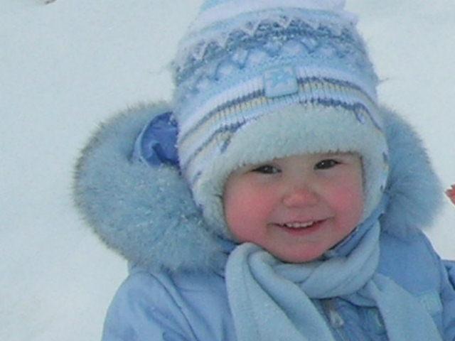 как весело гулять зимой. Дети улыбаются
