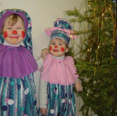 Наши клоуны перед новогодним утренником. Здравствуй, елка!