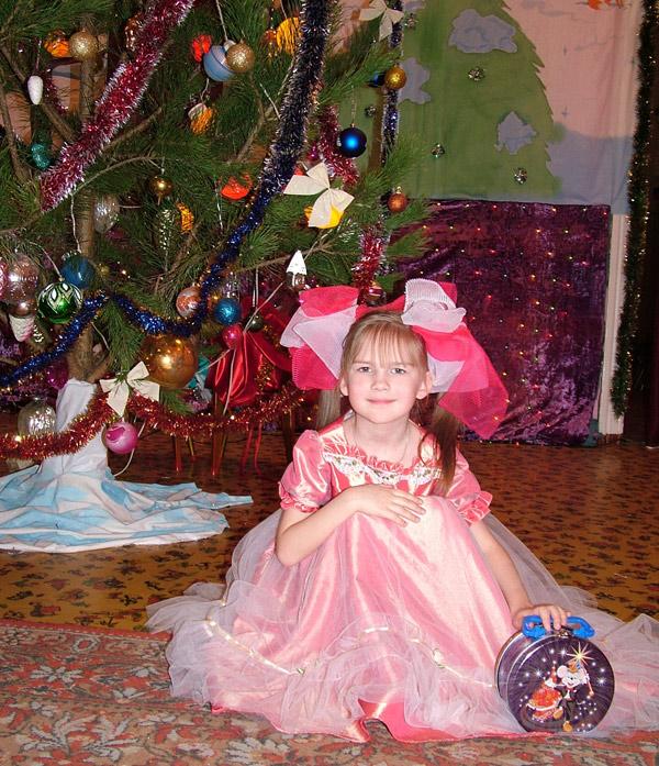 Машенька-куколка под елкой. Новый год